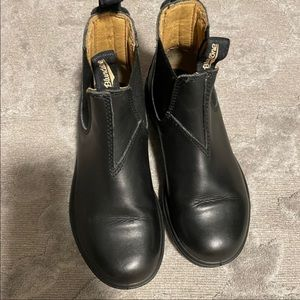 👛3/160. Blundstone boots